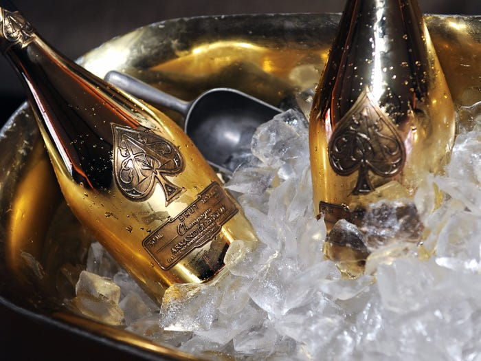 Club in Nigeria sells Ace of Spades for N6M gist - 565c8b6884307626008b6230 - Gist: Twitter in meltdown as club sells Ace of Spades for N6M