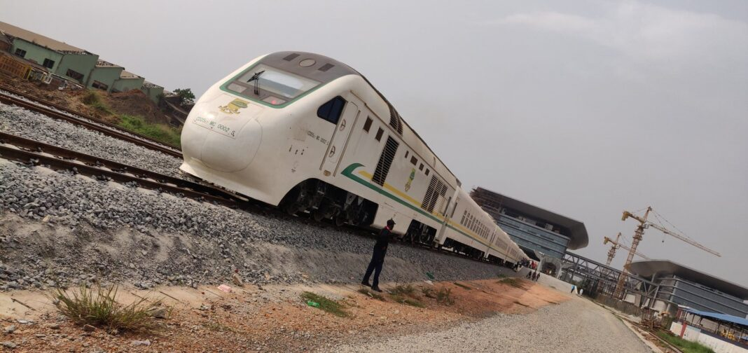 Why You Should Travel On The Lagos To Ibadan Railway – Man Share Experience lagos to ibadan railway - Epx4eGgXUAAWwMH 1068x504 - Why You Should Travel On The Lagos To Ibadan Railway – Man Share Experience