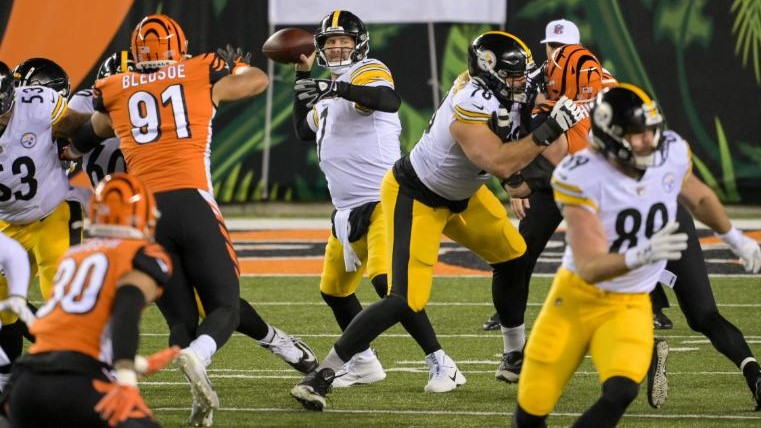 Ben Roethlisberger passes the ball during the game against the Cincinnati Bengals. football - Screenshot 2020 12 22 215153 - Football: Pittsburgh Steelers lose a third game in 'Muppet Night'